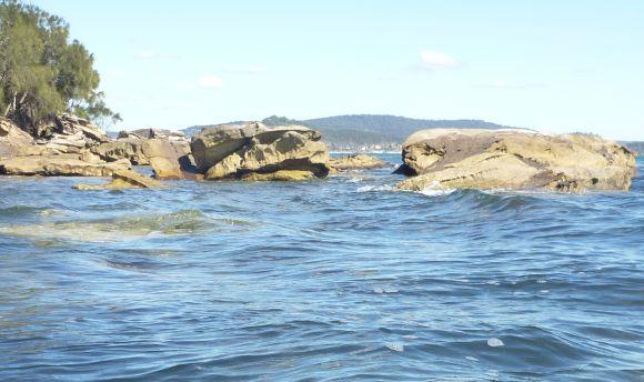 Fun little surges amongst the rocks.