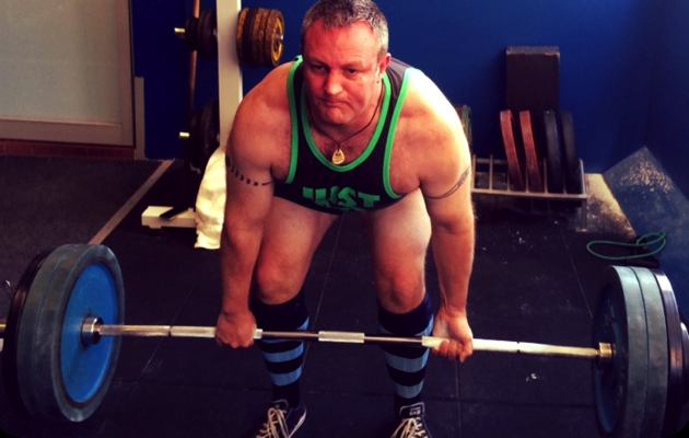 Fat Paddler pulling some deadlifts