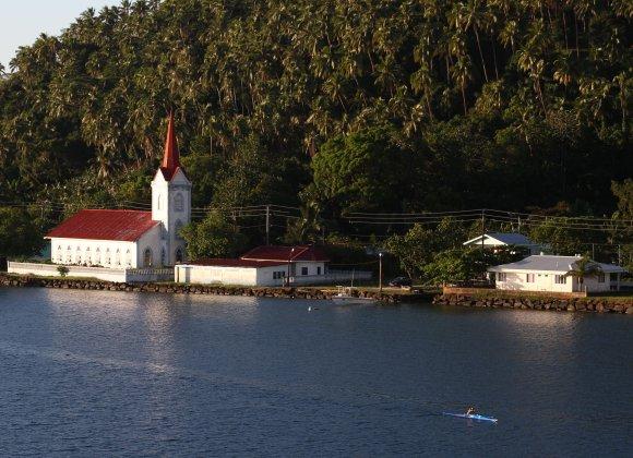 Hmmm, church or paddling? I'll just paddle a little bit longer... (Photo: Doug McFarlane)