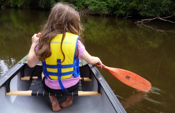 Lastly, a little paddling lesson for Miss4. With her Badger Paddle in hand, she quickly learnt how to paddle the canoe forward down the river. Well done sweety.