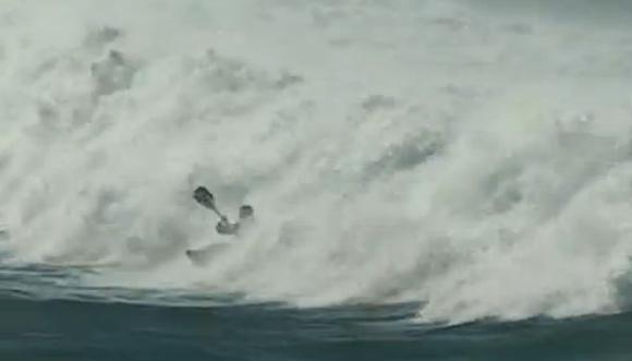 A freestyle river kayak, pumping ocean waves, an amazing kayak surf session!