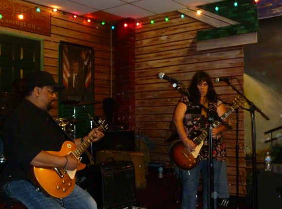 The Kingston Mines back room - harder, edgier blues rock. Yeeehaw!